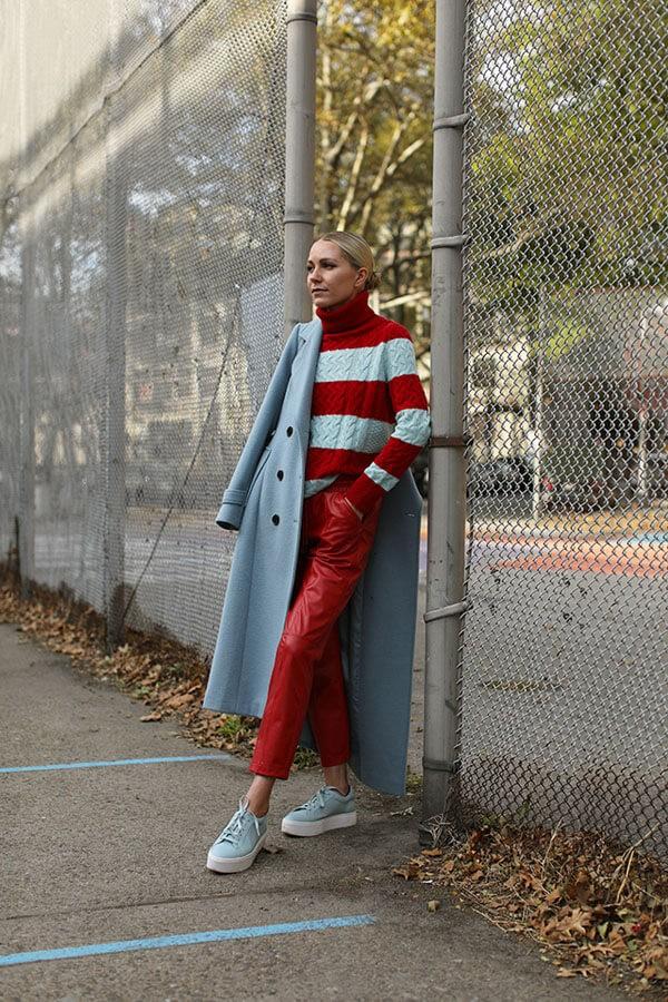 красные кожаные брюки