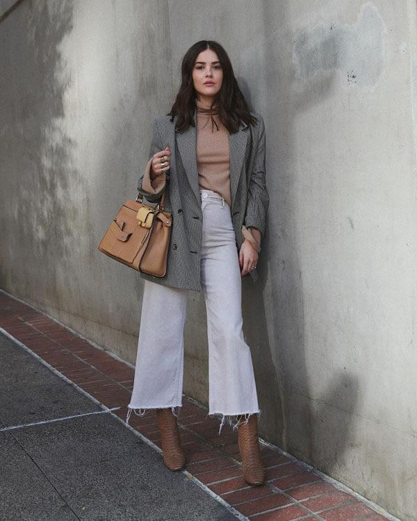 белые укороченные широкие джинсы